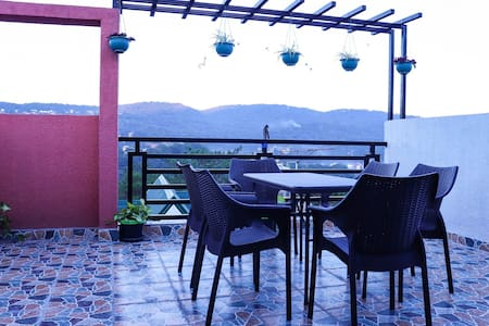 The Arasa Transient + Roof Viewing Deck 4BR Baguio