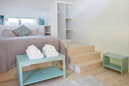 Lovely bright and modern beach studio - Cape Town