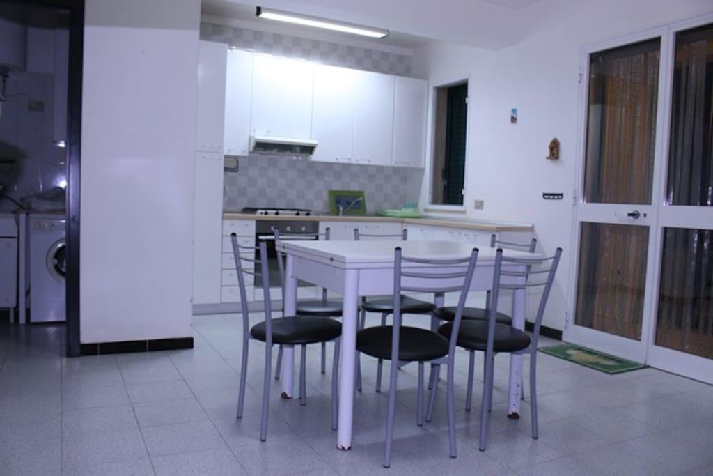 Casa vacanze marina di ragusa houses for rent in marina for Piani di casa con due master suite al primo piano