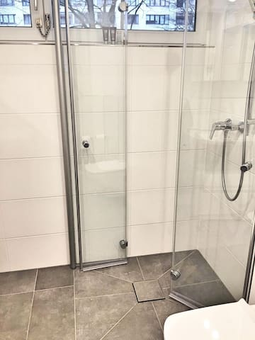shower with constant hot water flow