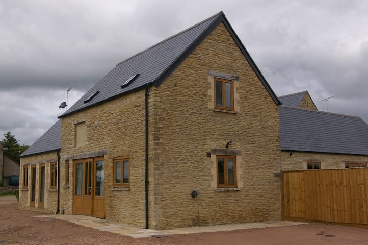 The Stables (3 or 4 bed cottage), near Burford - West Oxfordshire - Rumah