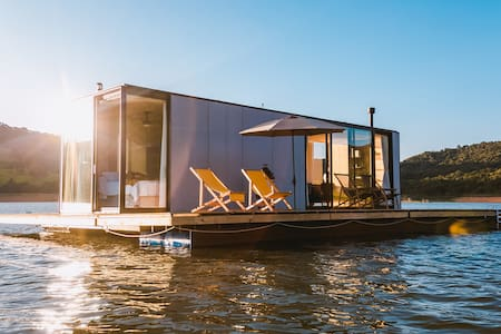 ALTAR,  a floating house to blend with nature