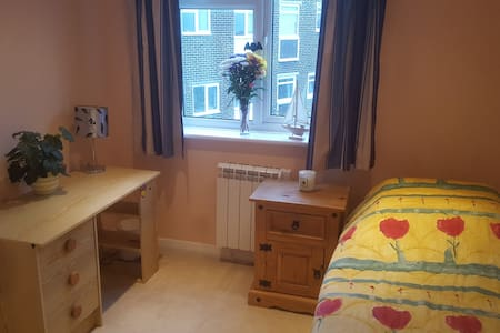 Spacious single room close to the beach - Lee-on-the-Solent