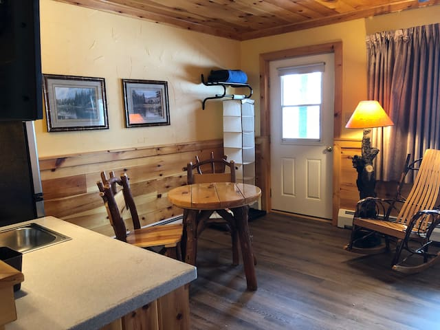 Rudy's CHALET WHITEFACE - 2 BEDS w/FRIDGE- ROOM 4