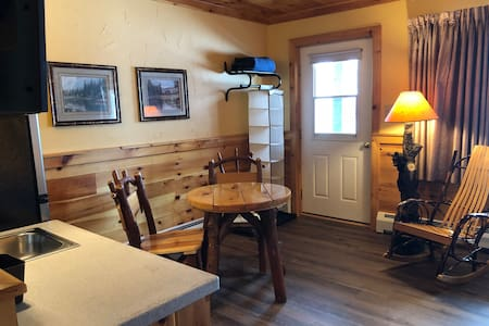 Rudy's CHALET WHITEFACE - The MOOSE - Sleeps 2-4