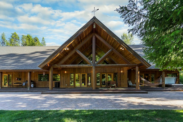 Incredible LODGE LIVING! Private, Hot Tub, WiFi, River Access and more!- Serenity Pines Lodge-4 Bedroom, 3.5 Bathroom