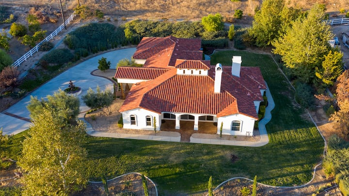 Villa Toscana: Upscale Wine Country Estate