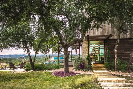 Violet Crown Oasis - Modern & Peaceful - Spicewood - House