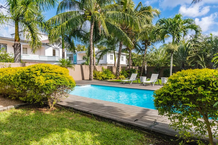 Stylish Studio with balcony, view on pool & garden