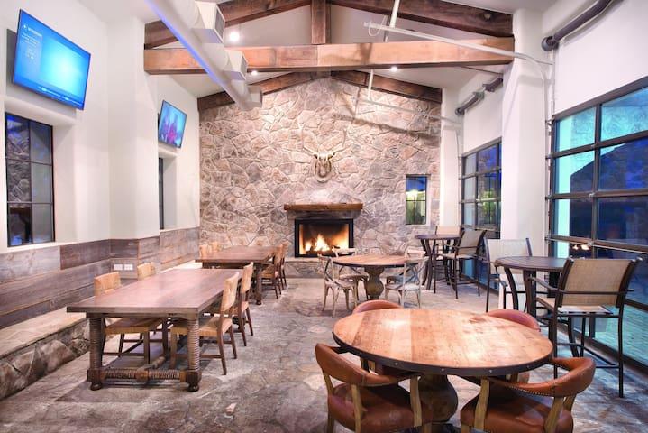 Stablewood Springs, TX, 2-Bedroom #2 - Condominiums for Rent in Hunt ...