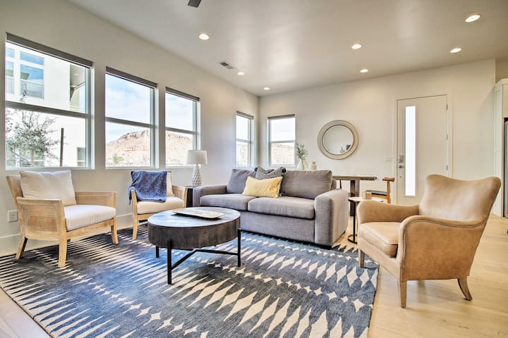 NEW! Modern Townhome w/ Pool Access in St. George!