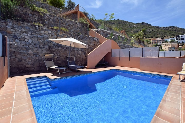 Cozy Holiday Home in Alhaurín de la Torre with Private Pool