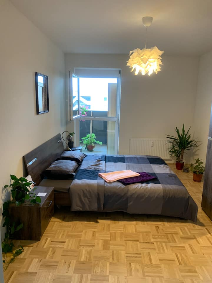 A room near main train station with free parking