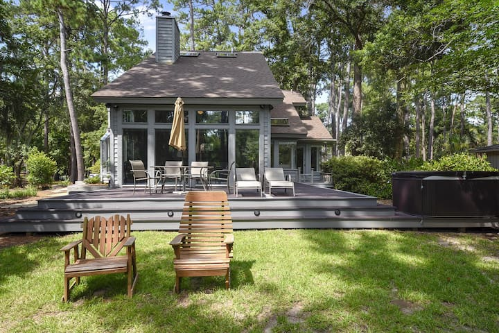 Luxurious, 3 bedroom, 3 bath home in the nautristic Shipyard Plantation! Pets welcome!