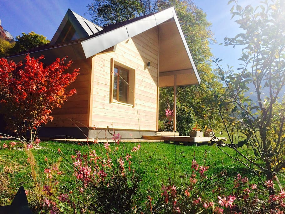 tiny house entre lac et montagnes chalets for rent in dingy saint clair auvergne rh ne alpes. Black Bedroom Furniture Sets. Home Design Ideas