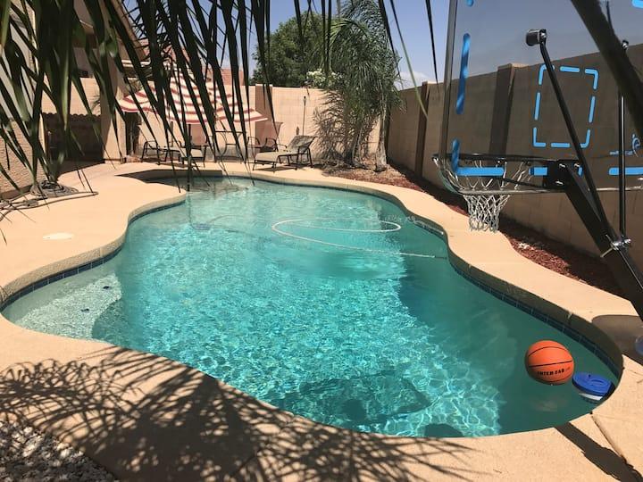 Arizona Oasis-Private yard w/pool. Can be heated