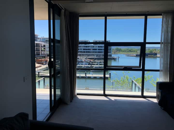 WaterFront Kingston Apartment + Secure Parking