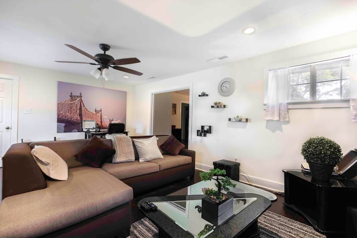 Cozy Bishop Arts Home Near Hospital & Downtown!