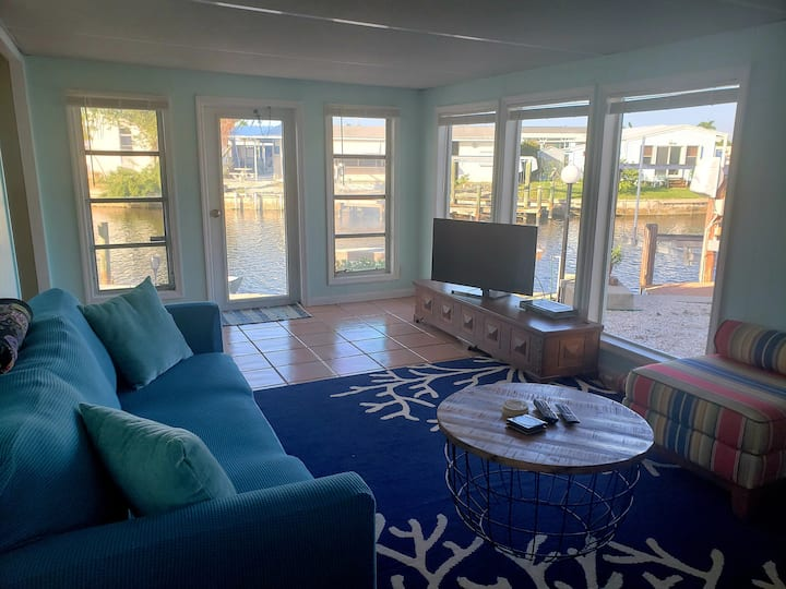 Endless Summer Cottage - Waterfront w Dockage!!