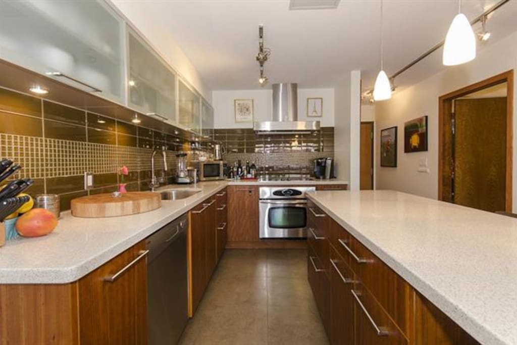 Very open, huge modern kitchen