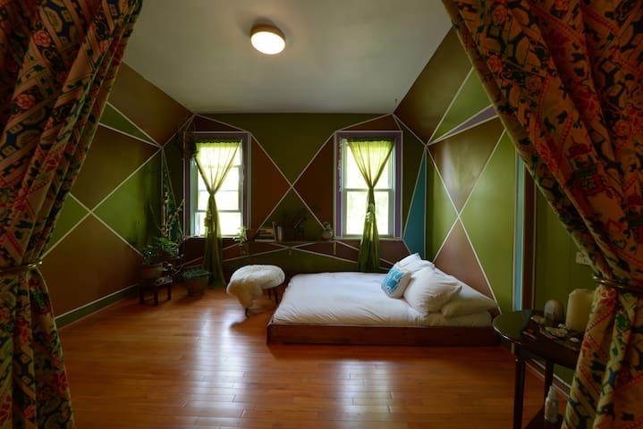House on Catskills Farm - Green Room