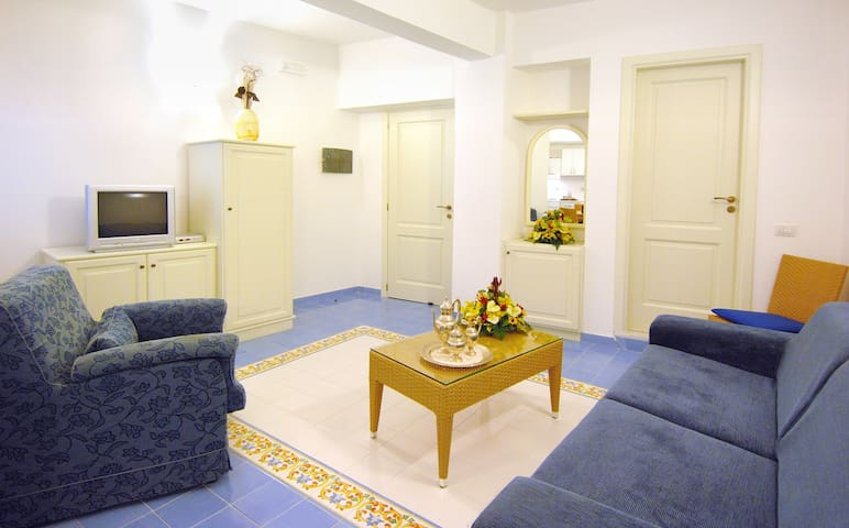 AURORA RESIDENCE - APARTMENT IN AMALFI (5 PAX)