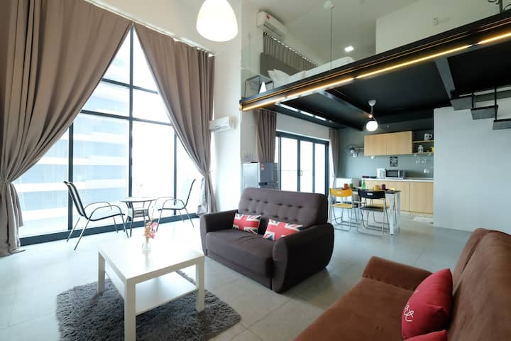 Comfort Duplex@Empire city Damansara(WiFi+Netflix)