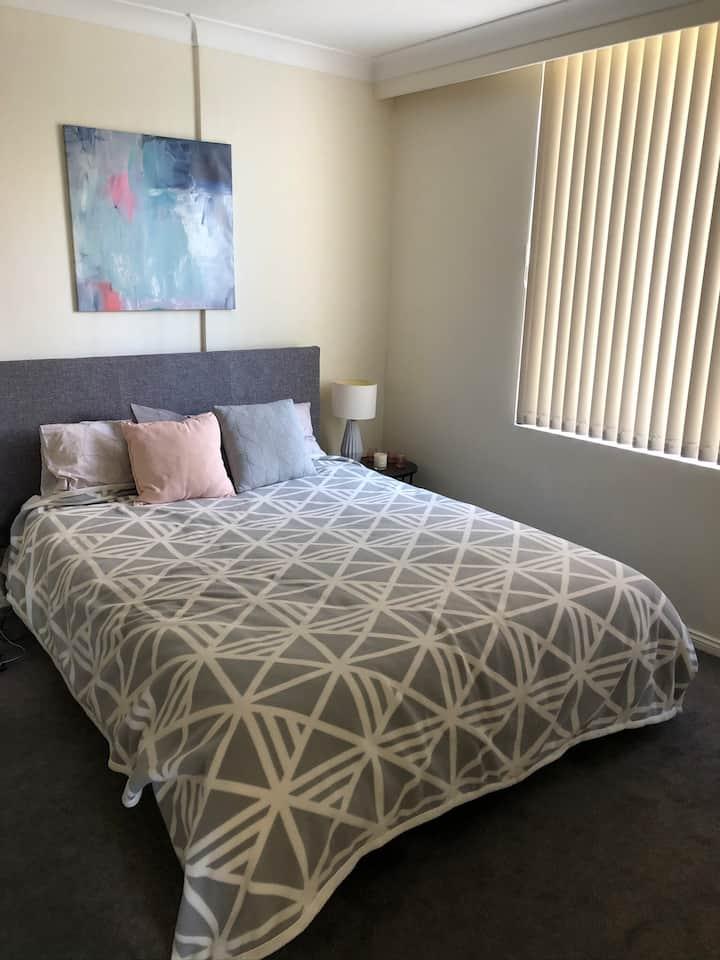 Private bedroom in cosy apartment in bondi beach