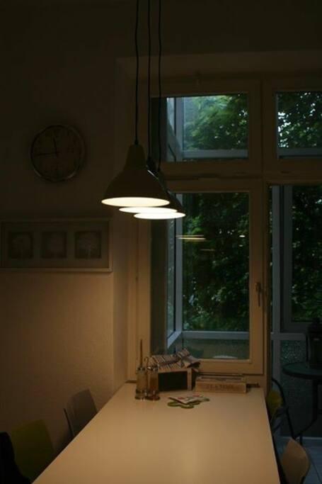 Wohnküche mit neuen Lampen
