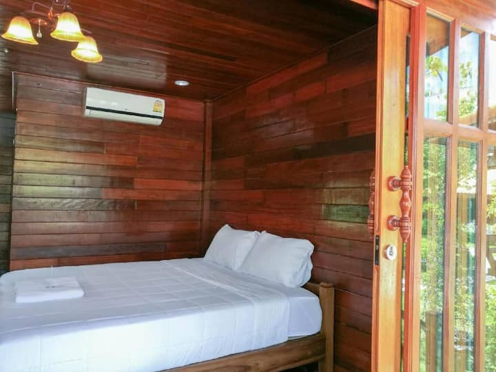 Comfy Bungalow at Aob-Oun Homestay & Glamping