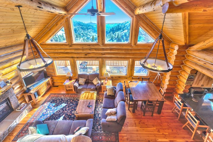 Slope-side Powder Mountain Cabin // Awesome Views!