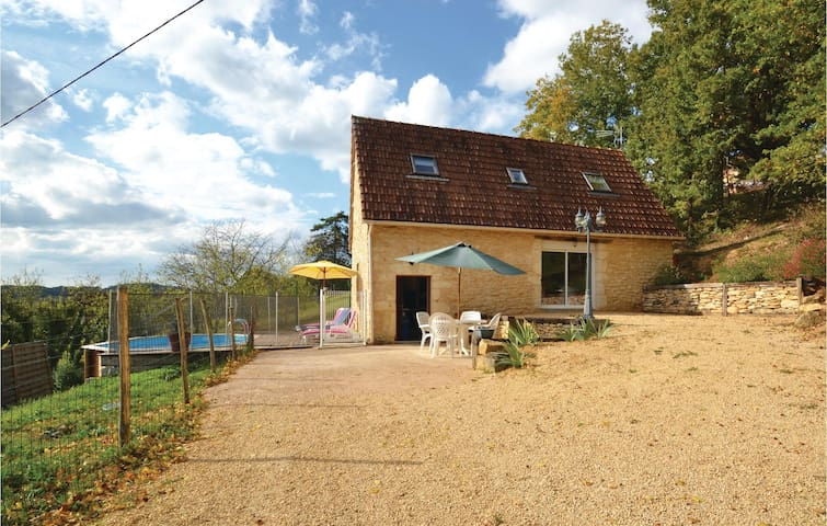Holiday cottage with 2 bedrooms on 90 m² in Aubas