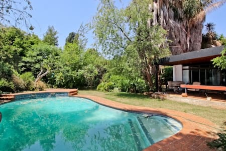 Private Room in Main house - Germiston