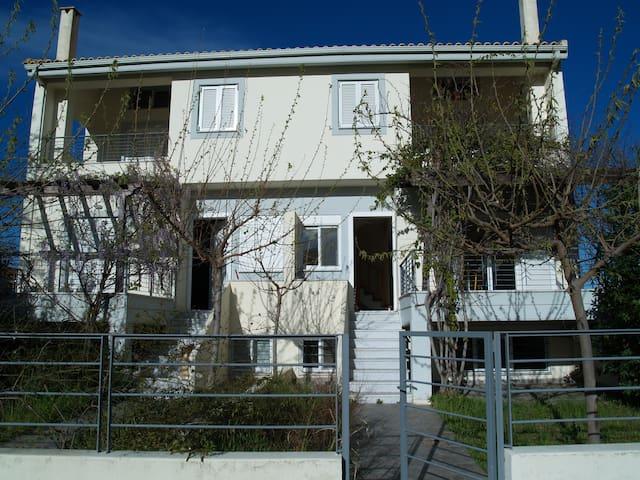 Σπίτι στην Παραλία Ακράτας - Akráta - Casa