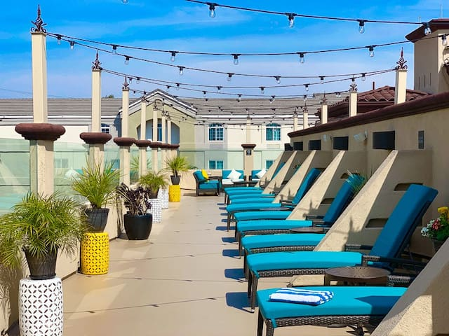 Peacock Suites-Disneyland-Convention Ctr-Sleeps 6