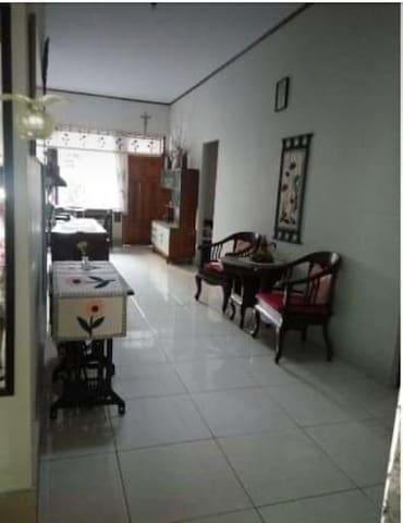Koridor depan kamar