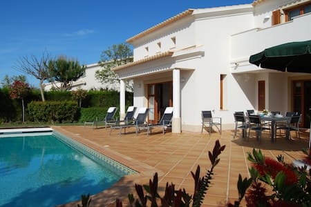 Beautiful private villa with pool - Budens