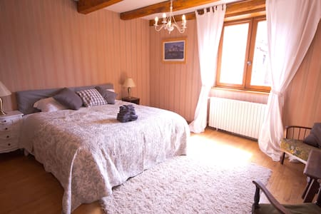 Huge room for 2 - 4 people in medieval townhouse - Saint-Antonin-Noble-Val