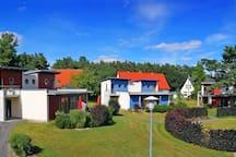 Die Ferienwohnungen an der Mecklenburgischen Seenplatte im Lotsenstil für 2 bis 6 Personen sind komfortabel ausgestattet und befinden sich in bester Lage.