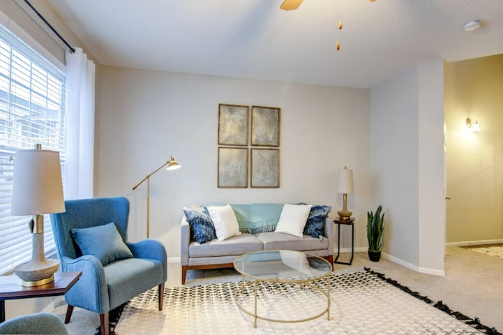 Homey place just for you   1BR in Naperville