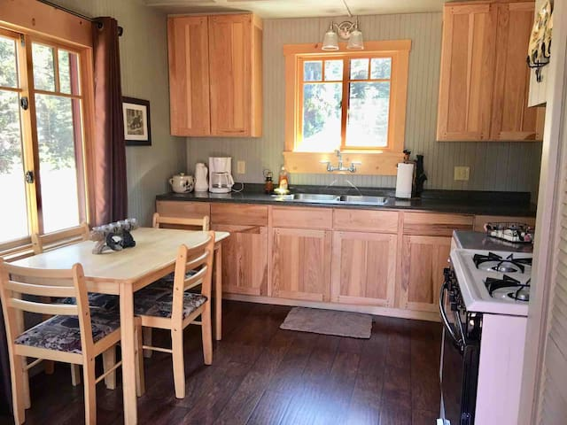 Fully stocked kitchen with refrigerator, freezer, coffee maker, microwave, stove and oven. Sorry but no dishwasher so you might consider bringing paper plates!