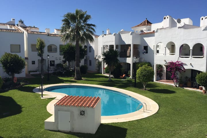 Comfortable holiday home with shared pool, beautiful garden, 800 m from the sea