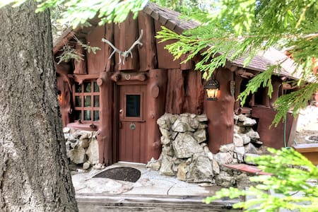 Real Log Cabin Built in 1915 with Modern Comforts!