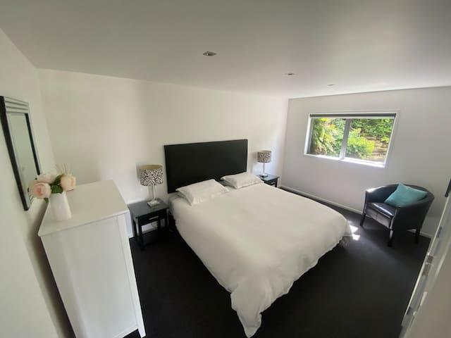 Super King bed or 2 single beds.