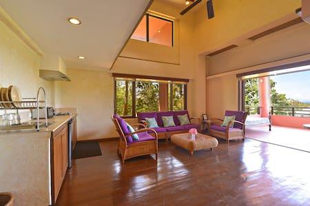 Bianca's Garden Apartments: Vista Loft Apartment