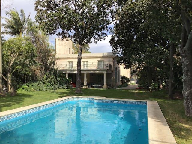 Habitación en casa histórica con piscina