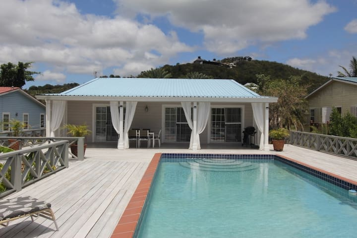 4 bedroom villa with large private pool!