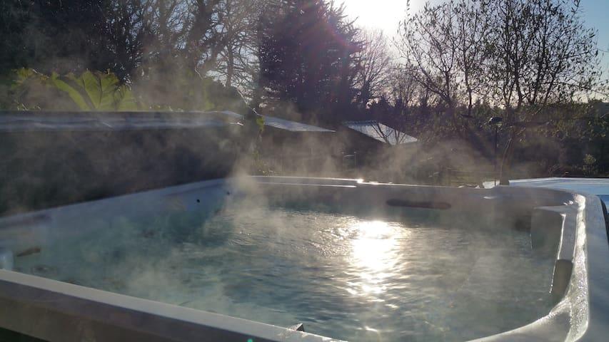 Tres beau gite avec piscine et spa - Monterblanc - Dům