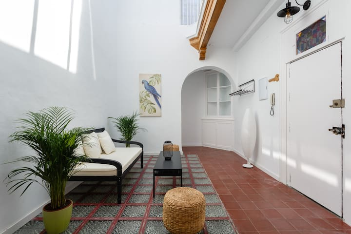 Bright, spacious apartment in the Old Town. WiFi