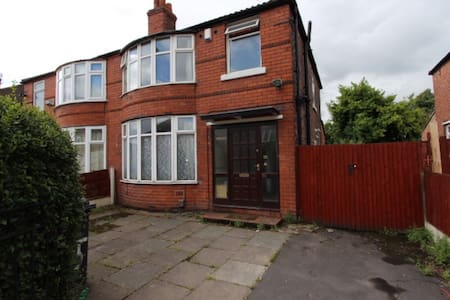 4 bed house to let in Fallowfield - Manchester - Casa